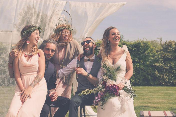 Mariage style bohème avec couronnes de fleurs, dentelle et attrapes-rêves
