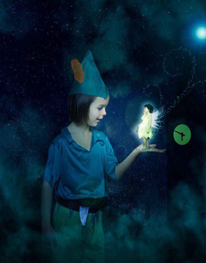 Peter Pan et la féé clochette à Londres - montage photoshop - frère et soeur